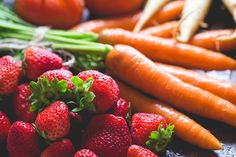 Do you eat foods, including lots of fruits and vegetables? Good eating habits keep up muscle mass and body functions. Foods For Skin Health, Skin Food, Healthy Skin, Clean9, Food For Glowing Skin, Ways To Be Healthier, Did You Eat, Colorful Fruit, Fresh Fruit