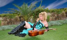 See Galina Vale pictures, photo shoots, and listen online to the latest music. Best Guitarist, Female Guitarist, Guitar Youtube, Guitar Girl, Exotic Beauties, Classical Guitar, Latest Music, Guitar Players, Acoustic