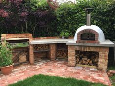31 Relaxing Outdoor Kitchen Ideas for Happy Cooking & Lively Party This modern house has an outdoor entertaining area with a wood and steel pergola, a fireplace and lounge area, as well as an outdoor kitchen with a bbq and dining table