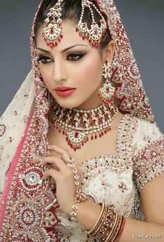 Pakistani Bridal Makeup Pictures:In Pakistani bridal makeup and new fashion styles. to view new pakistani bridal makeup style Have a nice Pa. Indian Dresses, Indian Outfits, Indian Wedding Dresses, Indian Clothes, Indian Wedding Makeup, Indian Makeup, Bengali Makeup, Arabic Makeup, Beautiful Indian Brides