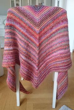 Stickad sjal i härligt garn