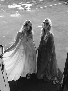 An exclusive behind the scenes shot from the gorgeous new Chloe SS15 campaign. Click through see more on the blog!