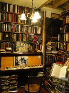 Piano in the bookstore, Shakespeare and Company, Paris. Library Room, Dream Library, Home Library Design, House Design, Shakespeare And Company Paris, Beautiful Library, Home Libraries, Book Nooks, My Dream Home