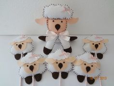 Ovelinhas no palito, desenvolvemos qualquer tema e cores <br>Lindas lembrancinhas , acompanham tag personalizado. <br>Pedido minimo 20 peças <br>A ovelinha maior é apenas ilustrativa, vendida separadamente. <br>O valor correspondente a unidade da ovelinha no palito.