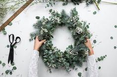 a natural Christmas Wreath - Decoration For Home Natural Christmas, Christmas Mood, Noel Christmas, All Things Christmas, Christmas Ideas, Christmas Swags, Christmas Flowers, Burlap Christmas, Country Christmas
