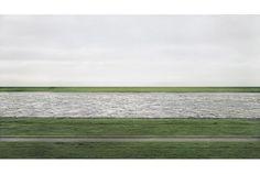 2012年11月にオークションハウスのクリスティーズで写真家アンドレアス・グルスキーの撮った写真「RehinⅡ」が430万ドル(...