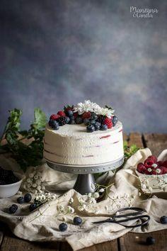 Tarta de tortitas Red Velvet y frutos rojos. Receta con...