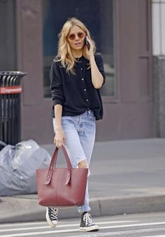 denim street style Sienna Miller in Ripped Jeans Street Style Outfits, Mode Outfits, Fall Outfits, Casual Outfits, Fashion Outfits, October Outfits, Classic Outfits, Dress Outfits, Fashion 2020