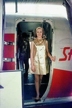 "TWA's ""paper"" Dress of the 1970s"
