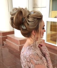 Long hairstyles for women Long Hairstyles For Women for Party - Unique Long Hairstyles Ideas Bridal Hair Updo, Bridal Hair And Makeup, Hair Makeup, Long Hairstyles, Pretty Hairstyles, Braided Hairstyles, Hair Upstyles, Hair Videos, Hair Hacks