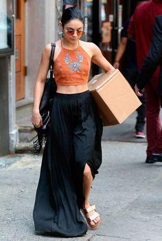 Vanessa Hudgens Long Skirt - Vanessa Hudgens sported her signature boho style with this billowy black maxi skirt. Estilo Vanessa Hudgens, Vanessa Hudgens Style, Bohemian Mode, Boho Chic, Boho Style, Fashion Mode, Boho Fashion, Fashion Black, Modest Fashion