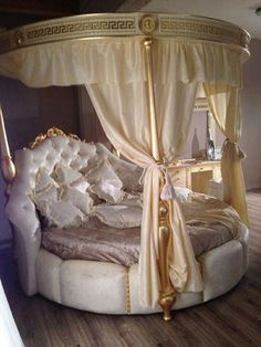 35 Romantic Canopy Bed Ideas For Your Sleep Comfort Luxury Bedroom Sets, Wood Bedroom Sets, Luxury Bedroom Design, Luxury Rooms, Room Ideas Bedroom, Home Room Design, Luxurious Bedrooms, Home Bedroom, Bedroom Furniture