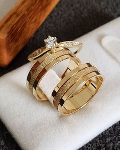 Beautiful Wedding Rings, White Gold Wedding Rings, Wedding Rings Vintage, Gold Rings, Engagement Rings Couple, Perfect Engagement Ring, Couple Rings, Cute Jewelry, Bridal Jewelry