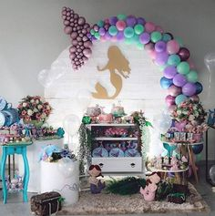 Mermaid Birthday Party Decorations Diy, Mermaid Theme Birthday, Birthday Backdrop, Diy Party Decorations, Balloon Decorations, Balloon Arrangements, Little Mermaid Parties, Happy Birthday Parties, Party Centerpieces