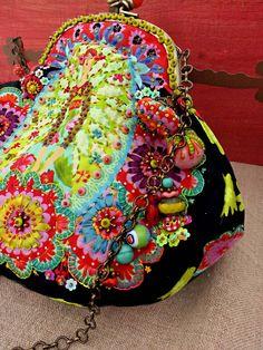 """Marie les bas bleus - purse -""""La pochette """" Fille aux fleurs """" d'Odile Bailloeul"""" #embroidery #colors #delight"""