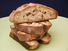 Petit plaisir à l'heure du thé, les croquants aux amandes ou biscotti sont les bienvenue. Pour 40 croquants Ingrédients: -500g de farine -350g de sucre -300g d'amandes -1CS de fleur d'oranger -4oeufs Mélangez tous les ingrédients, finir par les amandes...