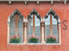 Google Image Result for http://patricklynch.net/portfolios/italy-murano/content/bin/images/large/Murano_House_Windows_c_Lynch_2007.psd.jpg