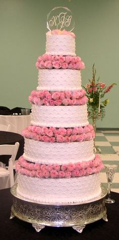 We searched far and wide to find the most amazing pink wedding cakes. Check out our favorite pink wedding cake list, we narrowed it down to 27 perfect pink cakes. Elegant Wedding Cakes, Beautiful Wedding Cakes, Gorgeous Cakes, Pretty Cakes, Amazing Cakes, Dream Wedding, Gold Wedding, Wedding Blog, Wedding Planner