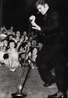 Elvis giving his show on july 4th 1956 at the Russwood park in Memphis.
