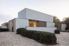 SNAET-TUINEN-Balegem-Project-L-Zingem_01 Modern Residential Architecture, Modern Architecture Design, Concept Architecture, Facade Architecture, Chinese Architecture, Futuristic Architecture, Bungalow House Design, Modern House Design, Modern Minimalist House