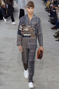 Louis Vuitton Fall 2017 Menswear Collection Photos - Vogue