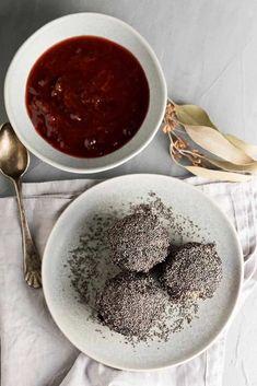 flaumige Topfenknödel mit Mohnzucker - Rezept - casualcooking.at Foodblogger, Potato Dumplings Recipe, Sweet Desserts, Poppy, Sweet Recipes