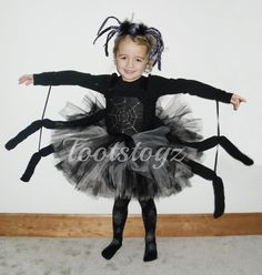 4 geschichteten Spider Tutu Kleid mit Spinnenbeine. Spinne Web-Detail auf dem Mieder oder schwarze Witwe. (Dies ist für das Kleid nur) ** Bitte bestätigen Sie, dass die Maße unten, um die richtige bestätigen fit für das Alter ** Brust (den ganzen Weg rund) Unter dem Arm bis zur Taille Von