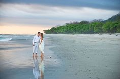 Beach Wedding - Image © donmirraweddings.com