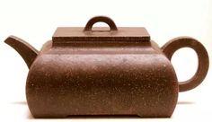 (清)陈辰长 方扁壶 「共之(陈辰)」刻款-十七世纪初期(清初) 高:7厘米,阔9.5厘米