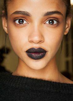 71. Auch normale Mädchen tragen schwarzen Lippenstift. #SmileHype
