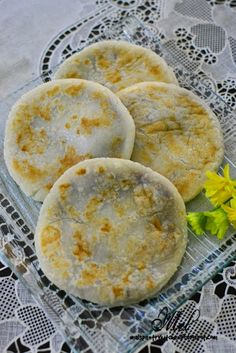 Through The Kitchen Door: Red Bean Glutinous Rice Cake (豆沙烧餅) & Steamed Buns with Red Bean Paste (豆沙包) Rice Flour Recipes, Rice Cake Recipes, Rice Cakes, Snack Recipes, Dessert Recipes, Cooking Recipes, Asian Snacks, Asian Desserts, Sweet Desserts