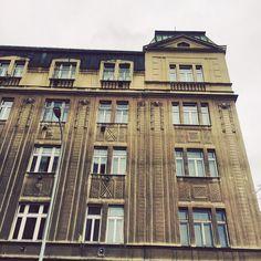 #prgbuildings #prague #praha #Прага #oldtown #history #historicalprague #architecture #praguehistory #praguebuildings #oldbuilding #urbanism #praguecity #praguestagram #pragueoldtow #simplicityisbeauty