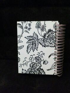 Caderno personalizado com decoupage.