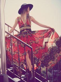Longos com estilos únicos e estampas coloridas. Sem comparação. #style #fashion