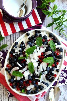 Kókuszos tejberizs bogyós gyümölcsökkel Minden, Caprese Salad, Acai Bowl, Paleo, Breakfast, Food, Acai Berry Bowl, Morning Coffee, Essen