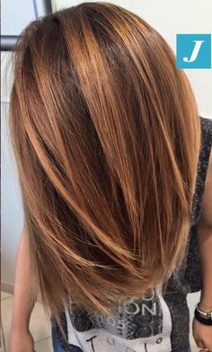 We don't need to surprise you with special effects Degradé Joelle Summer Shades Bronze touch! Ombre Hair, Balayage Hair, Bayalage, Medium Hair Styles, Curly Hair Styles, Square Face Hairstyles, Bronze Hair, Ethnic Hairstyles, Brown Blonde Hair