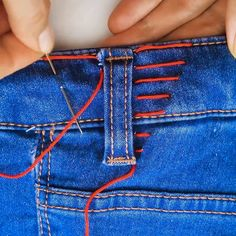 3 081 me gusta 42 comentarios reklam ve ÜrÜn tanitimi A imagem pode conter: uma ou mais pessoasSo fricken genius for when my weight fluctuatesTaking in pants under belt loop (video)Stitch your life together with these 8 clever sewing hacks Fica a dica Sewing Hacks, Sewing Tutorials, Sewing Crafts, Sewing Tips, Sewing Projects, Techniques Couture, Sewing Techniques, Sewing Stitches, Sewing Patterns