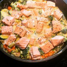 2 ** needs more flavor Kremet laksepanne — Hege Hushovd Healthy Meals, Easy Meals, Healthy Recipes, Norwegian Food, Good Food, Yummy Food, Pot Pasta, Shellfish Recipes, Danish Food
