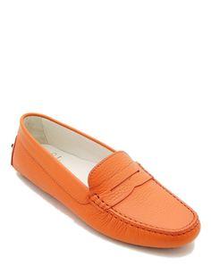 #Mocassino estivo da donna in vera pelle di colore arancione, soletta interna in vero cuoio, fondo tipo #gommini. #MadeInItaly