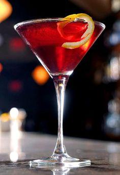 Raspberry Velvet Martini ounces Stoli Razberi ½ ounce Triple Sec Fresh squeezed lime juice Splash of cranberry juice 2 splashes of Chambord) Party Drinks, Fun Drinks, Alcoholic Drinks, Martinis, Martini Bar, Vodka Martini, Martini Recipes, Cocktail Recipes, Cocktail Ideas