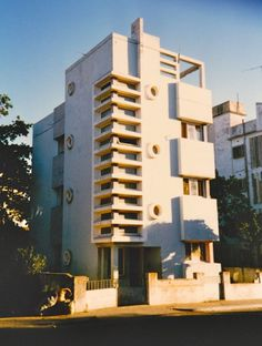 Architecture of Doom - Mozambique Unique Architecture, Space Architecture, Maputo, Modern Art Deco, Interior And Exterior, Facade, Multi Story Building, Around The Worlds, Tropical
