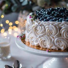 Pienet annoskokoiset glögijuustokakut | Annin Uunissa Geisha, Food And Drink, Cake, Desserts, Tailgate Desserts, Deserts, Kuchen, Postres, Dessert