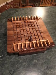 Quoridor #diywoodwork Small Woodworking Projects, Small Wood Projects, Woodworking Crafts, Diy Projects, Woodworking Plans, Wooden Board Games, Wood Games, Diy Yard Games, Diy Games