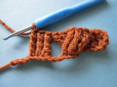 Edgeless Crochet Cables: Setting up the second cross.