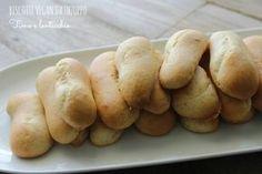 Questi biscotti vegan da inzuppare sono l'ideale come base per cheesecake o per tiramisu. Ottimi conservati in scatola di latta