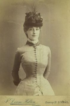 Portrait of a young woman wearing a corset under her dress, Victorian fashion, circa Get premium, high resolution news photos at Getty Images Victorian Life, Victorian Hats, Victorian Women, Victorian Fashion, Edwardian Era, Steampunk Fashion, Vintage Fashion, Vintage Photos Women, Vintage Photographs