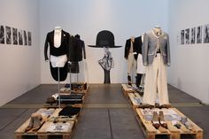 art comes first, pinned by Ton van der Veer Fashion Trade Shows, Retail Windows, Shop Windows, Pop Up Market, Great Presentations, Market Displays, Store Interiors, Visual Display, Retail Design