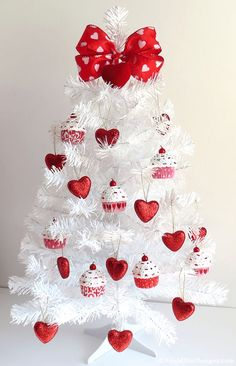 100 Adorable DIY Valentine's Day Decor Ideas that'll Make your Home Look. - 100 Adorable DIY Valentine's Day Decor Ideas that'll Make your Home Look Cute & Romantic – Hi - Valentine Tree, Valentine Day Wreaths, Valentines Day Party, Valentine Day Crafts, Valentine Ideas, Printable Valentine, Homemade Valentines, Valentine Day Love, Valentine Day Table Decorations