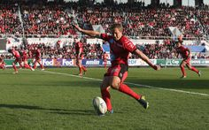 Jonny Wilkinson of Toulon kicks a penalty during the Heineken Cup quarter final match between Toulon and Leicester Tigers at Felix Mayol Stadium on April 7, 2013 in Toulon, France.