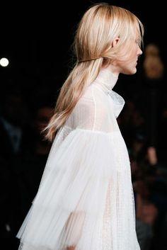 Valentino Fall 2015.. #HairInspiration #Runway #Valentino #Detail #Fall2015